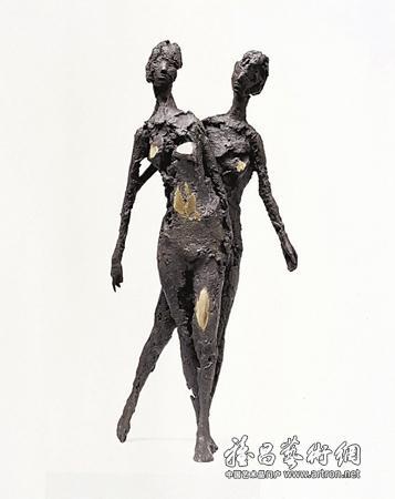 ...张峰   坚持以身体作为雕塑的表现对象,坚持塑造的方式,并不是...